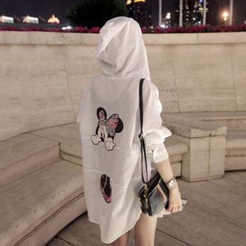 Γυναικείο μπουφάν με κουκούλα και ροζ εκτύπωση σε άσπρο και λευκό χρώμα