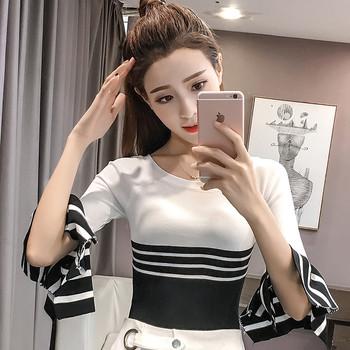 Модерна дамска блуза с лотос ръкав в три разцветки