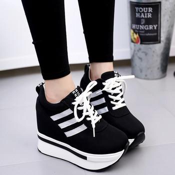 Γυναικεία αθλητικά πάνινα παπούτσια σε κόκκινο και μαύρο χρώμα