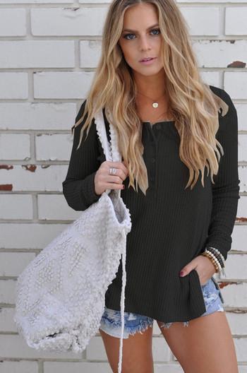 Ежедневна дамска памучна  блуза с  V-образно деколте в няколко цвята