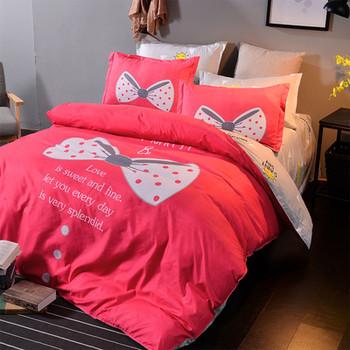 Спален комплект от четири части с панделка и надпис в няколко цвята