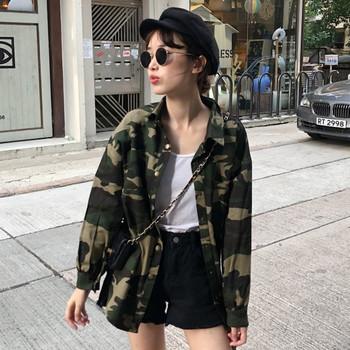 Тънко дамско яке с камуфлажни мотиви