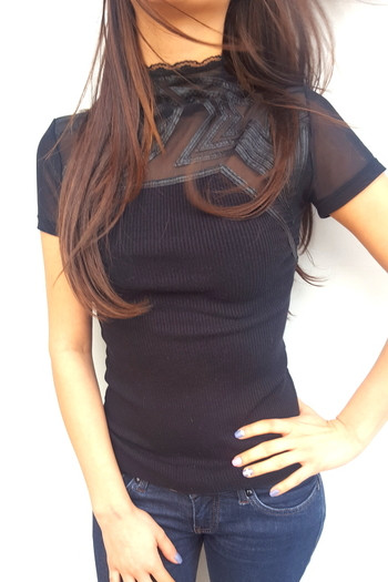 Блузка с къс ръкав