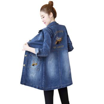 Актуално дамско дънково яке с бродерия на гърба