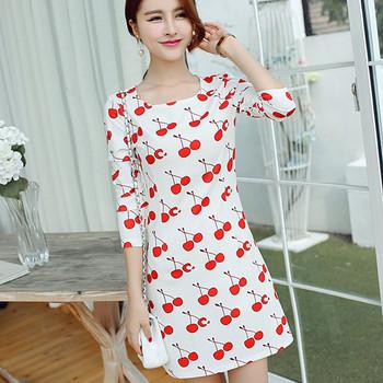 Ежедневна бяла дамска рокля с апликация череши
