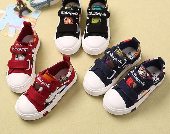 Καθημερινά παιδικά παπούτσια για αγόρια με λουράκια βελκρό και έγχρωμες  εφαρμογές - Badu.gr Ο κόσμος στα χέρια σου 24ec2d5736a