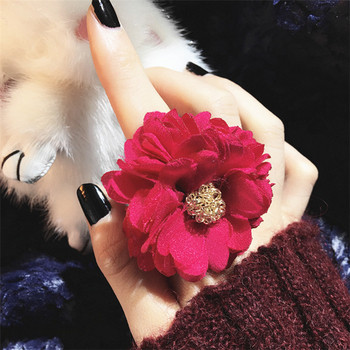 Модерен дамски пръстен в няколко цвята с 3D декорация - цвете
