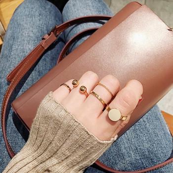 Комплект от пет броя дамски пръстени в златист цвят