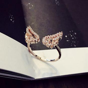 Дамски пръстен с декоративни камъни в два цвята