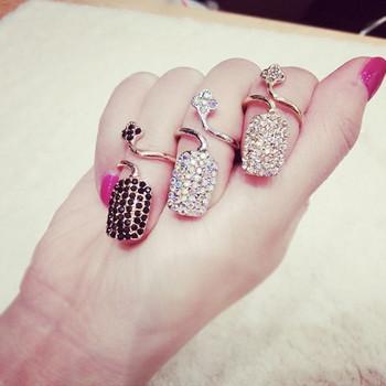 Актуален дамски пръстен с декоративни камъни в три цвята