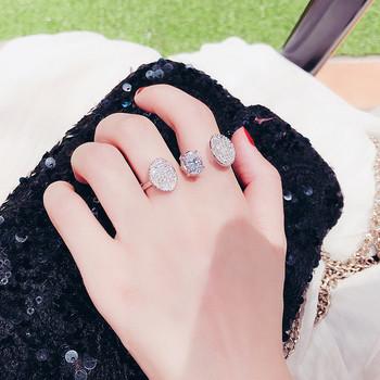 Модерен дамски пръстен с декоративни камъни