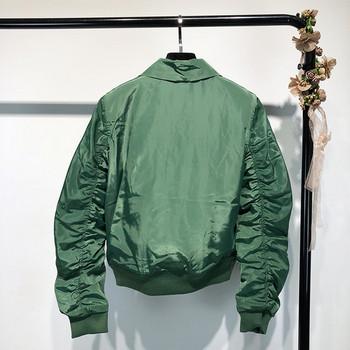 Μοντέρνο γυναικείο μπουφάν για το  φθινόπωρο  σε μαύρο και πράσινο χρώμα
