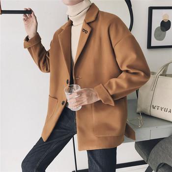 Късо мъжко палто с V-образна яка и бродерия в няколко цвята