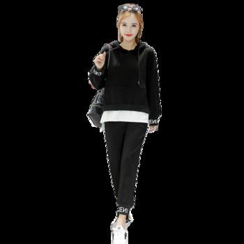 Спортен дамски комплект с надписи в черен цвят