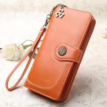 623b531c0e Δερμάτινο γυναικείο πορτοφόλι σε διάφορα χρώματα κατάλληλο για τη  καθημερινή ζωή
