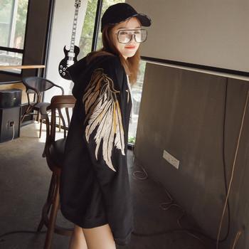 Модерен дамски суичър с качулка и апликация