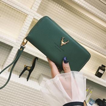 Μοντέρνο δερμάτινο γυναικείο πορτοφόλι με μεταλλική διακόσμηση