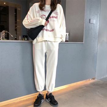 Спортен дамски комплект в бял цвят с надпис
