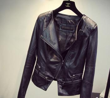 3f8517c8b7 ΝΕΟ δερμάτινο μπουφάν γυναικείο σε μαύρο χρώμα με πλευρική στερέωση ...