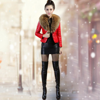 Стилно дамско яке в червен и черен цвят с пухена яка