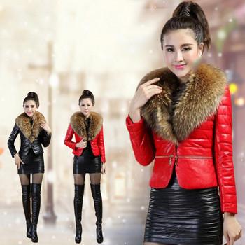 Κομψό γυναικείο μπουφάν με κόκκινο και μαύρο χρώμα