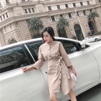 Стилна дамска рокля с метални копчета в два цвята