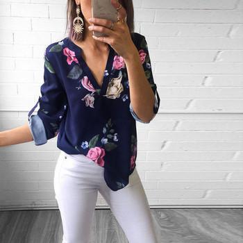 Дамска риза с флорални мотиви с V-образно деколте