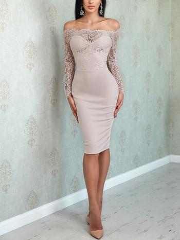 Стилна дамска рокля с голи рамене и дантела