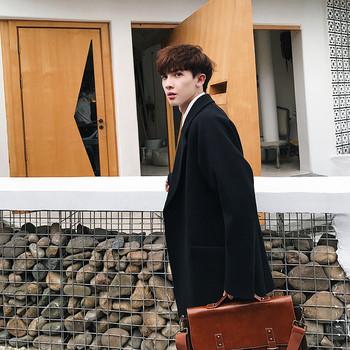 Стилно мъжко палто с V-образно деколте в два цвята