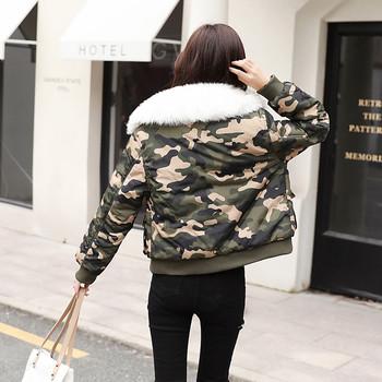Дамско яке с камуфлажни мотиви и пух