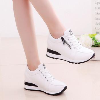 Γυναικεία κομψά αθλητικά παπούτσια σε μαύρο και άσπρο χρώμα - Badu ... b5ef6f89204