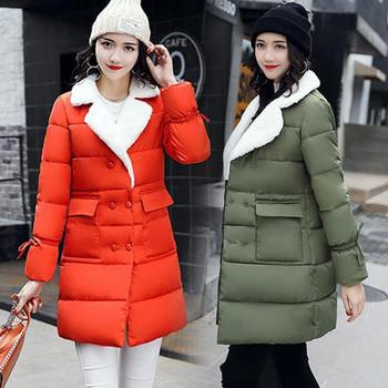 Μακρύ γυναικείο μπουφάν με μαλακό κολάρο και μεγάλες τσέπες σε διαφορετικά χρώματα
