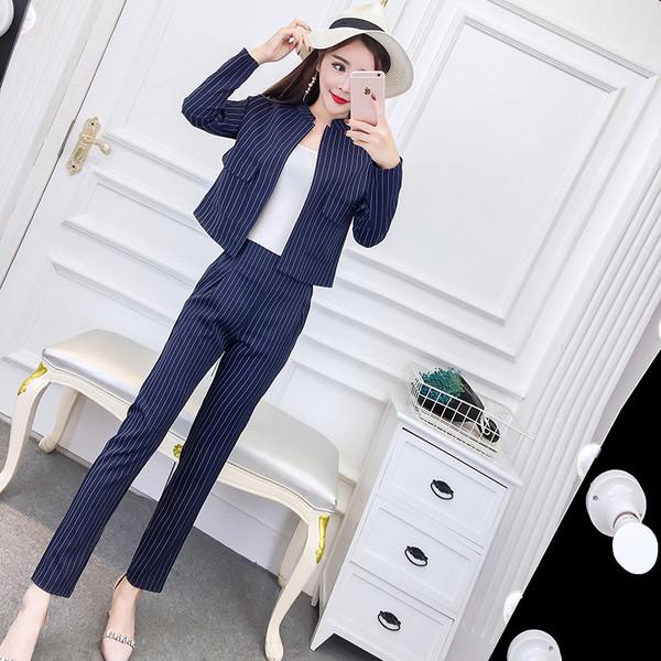 b4f7b848c61f Κομψό γυναικείο ριγέ κοστούμι σε μπλε χρώμα - Badu.gr Ο κόσμος στα χέρια σου