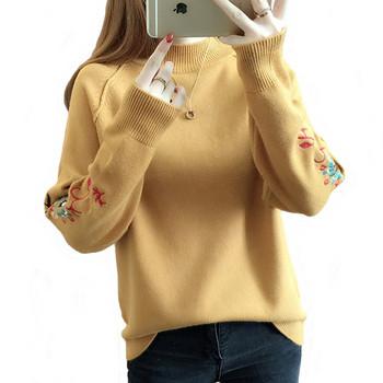 Пуловер в няколко цвята с цветна бродерия