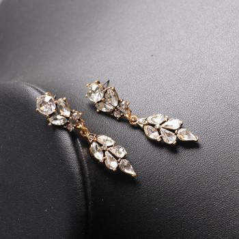 Дълги дамски обеци с камъни в златист цвят