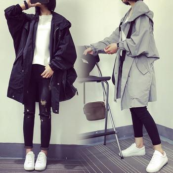 Γυναικείο μπουφάν με κουκούλα σε δύο χρώματα