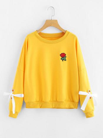 d859ef929cde Γυναικείες μπλούζες αθλητισμού με έγχρωμο κέντημα και ο-λαιμό σε δύο χρώματα