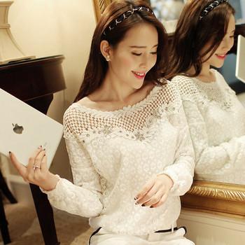 Стилна дамска блуза с дантела в бял цвят