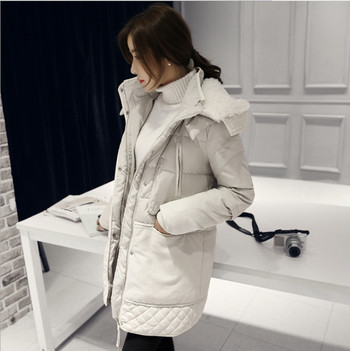Χειμερινό μπουφάν γυναίκο με μαλακή επένδυση σε λευκό και μαύρο χρώμα