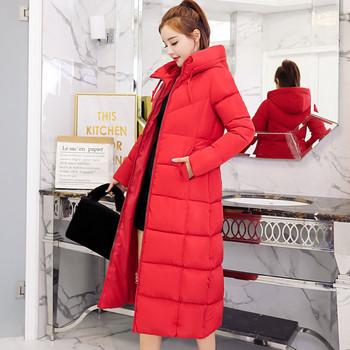 Άνετο μοντέλο χειμωνιάτικο γυναικείο μπουφάν με κουκούλα σε μαύρο και κόκκινο χρώμα