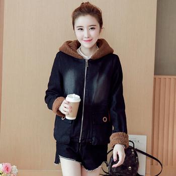 Μοντέρνο γυναικείο κοντό μπουφάν σε σκούρο χρώμα