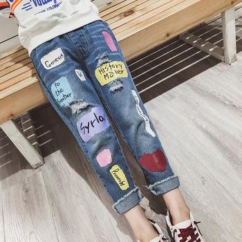 Μοντέρνα παιδικά τζιν για κορίτσια με πολύχρωμες εφαρμογές και ελαστική μέση 1a040601273