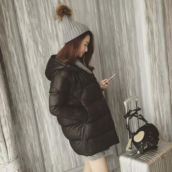 Дамско зимно яке с качулка в бял и черен цвят