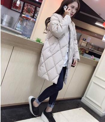 Γυναικείο μακρύ μπουφάν με κολάρο σε σχήμα Γ σε γκρι και μαύρο χρώμα