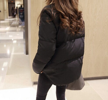 Κομψό γυναικείο μπουφάν σε λευκό και μαύρο χρώμα