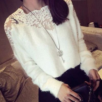 НОВО дамски пухен пуловер с дантела в бял и черен цвят