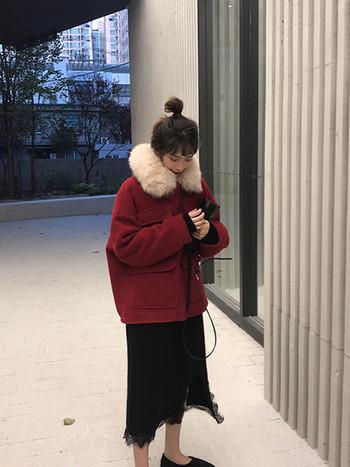 Μοντέρνο γυναικείο μπουφάν με κάτω