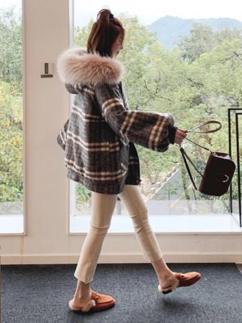 Дамско карирано яке с пух на качулката