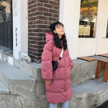 Κυρίες χειμώνα μακρύ μπουφάν σε μαύρο και ροζ χρώμα