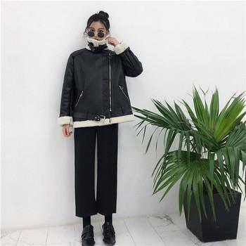 Μοντέρνο γυναικείο μπουφάν - ευρύ μοτίβο σε μαύρο χρώμα